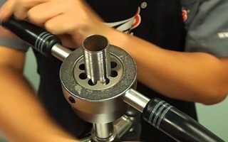 Устройство для нарезки резьбы на стальных трубах