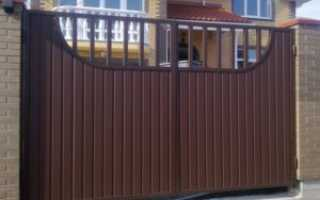 Ворота с ковкой и профнастилом фото