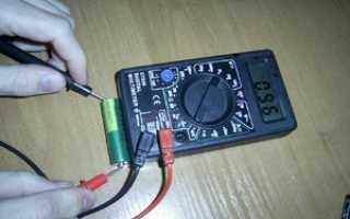 Как вольтметром проверить батарейку